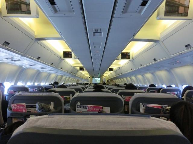 子連れで飛行機の座席はどこがいいの?
